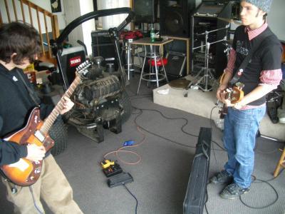 i play bass.